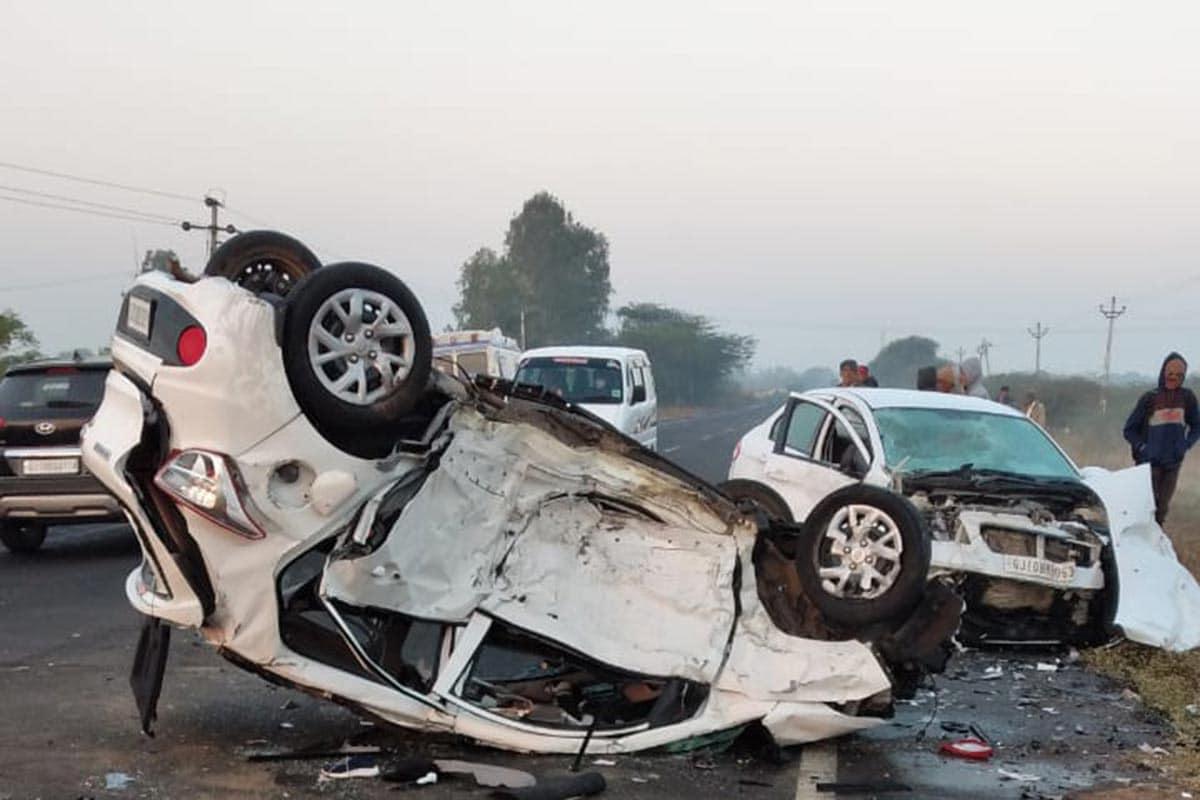 દેવભૂમિ દ્વારકા: રાજ્યમાં દરરોજ અકસ્માત (Road accidents)ની અનેક ઘટના સામે આવે છે. આજે દેવભૂમિ દ્વારકા (Devbhoomi Dwarka) જિલ્લામાં થયેલા એક અકસ્માતમાં ત્રણ લોકોના કમકમાટીભર્યાં મોત થયા છે. અકસ્માતમાં કારના ફૂરચા નીકળી ગયા છે. અકસ્માતમાં અમદાવાદ (Ahmedabad)ના એક પરિવારના બે લોકોએ જીવ ગુમાવ્યો છે. અકસ્માત સ્થળની જે તસવીરો સામે આવી છે તેના પરથી અંદાજ લગાવી શકાય છે કે ટક્કર કેટલી જોરદાર હશે.