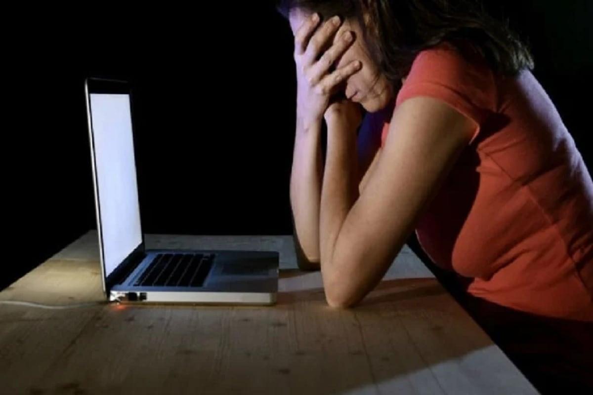 અમદાવાદ: યુવતીનું બન્યું ફેક FB એકાઉન્ટ, ફોટા શેર કરી મોબાઇલ નંબર સાથે લખ્યુ -'I love u jaan, અકેલી હું'