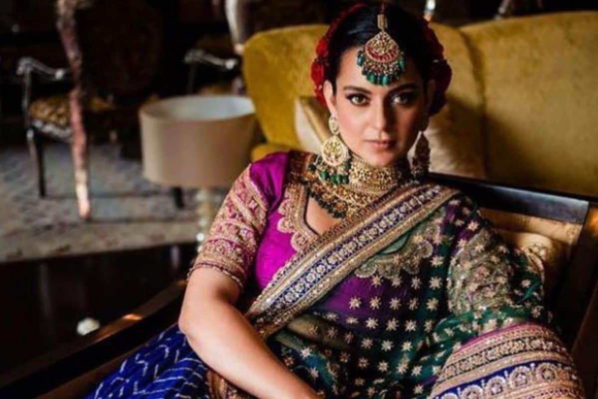 કંગનાનાં ભાઇ અક્ષતનાં લગ્ન હાલમાં જ થયા છે. ભાઇનાં લગ્નમાં તેણે ગુજરાતી બાંધણી લહેંગો પહેર્યો હતો. . જેનો ભાવ આશરે 18 લાખ રૂપિયાનો છે. તેનો આ લહેંગો આખા 14 મહિનામાં તૈયાર થયો છે. અને કંગના માટે અનુરાધા વકીલે તૈયાર કર્યુ છે. (PHOTO-@kanganaranaut/ Instagram)
