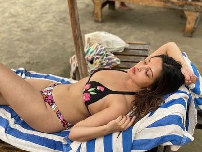 રિયા સેને હાલમાં જ તેનાં સોશિયલ મીડિયા પેજ પર કેટલીક તસવીરો શેર કરી છે જેમાં તે ઘણી જ બોલ્ડ નજર આવી રહી છે. (Photo- Instagram/Riya Sen)