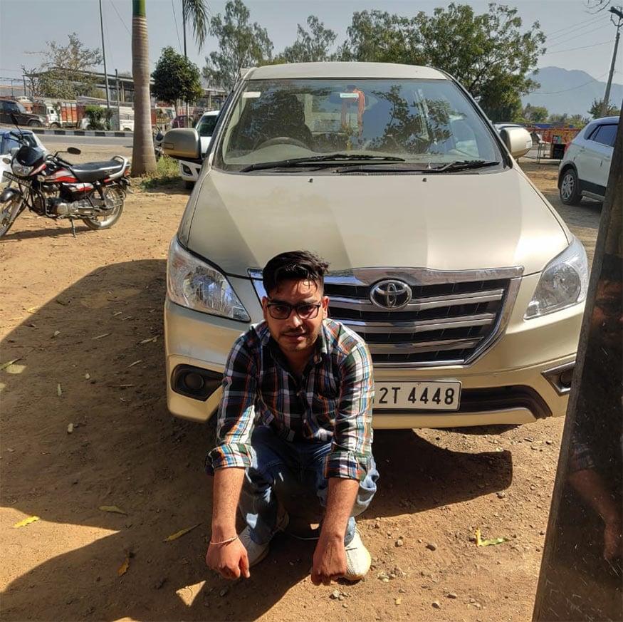 ઉલ્લેખનીય છે કે ગુજરાત રાજસ્થાન બોર્ડર પર આવેલા બનાસકાંઠાની અમીરગઢ બોર્ડર ખૂબ સંવેદનશીલ ગણાય છે. છેલ્લા એક વર્ષની અંદર અહીંથી ચાર વખત અફીણ, ચરસ જેવા માદક દ્રવ્યોની હેરાફેરી ઝડપાઇ ચૂકી છે. ચૂંટણી સમયે ફરી એકવાર પોલીસની સતર્કતાને કારણે ચરસની હેરાફેરીને પોલીસે આબાદ ઝડપી પાડી છે.