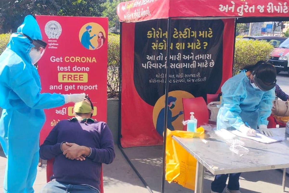 ગુજરાતમાં એક્ટિવ કેસની સંખ્યા કૂદકે અને ભૂસકે વધી રહી છે. હાલમાં રાજ્યમાં કુલ 61,467 એક્ટિવ કેસ છે. આ પૈકીના કુલ 329 દર્દીઓ વેન્ટિલેટર પર છે જ્યારે 61,318 દર્દીઓ સ્ટેબલ છે. રાજ્યમાંથી અત્યારસુધીમાં કુલ 3,37,545 દર્દીઓ ડિસ્ચાર્જ થઈ ગયા છે જ્યારે કુલ 5377 દર્દીનાં મૃત્યુ થયા છે. (પ્રતીકાત્મક તસવીર)