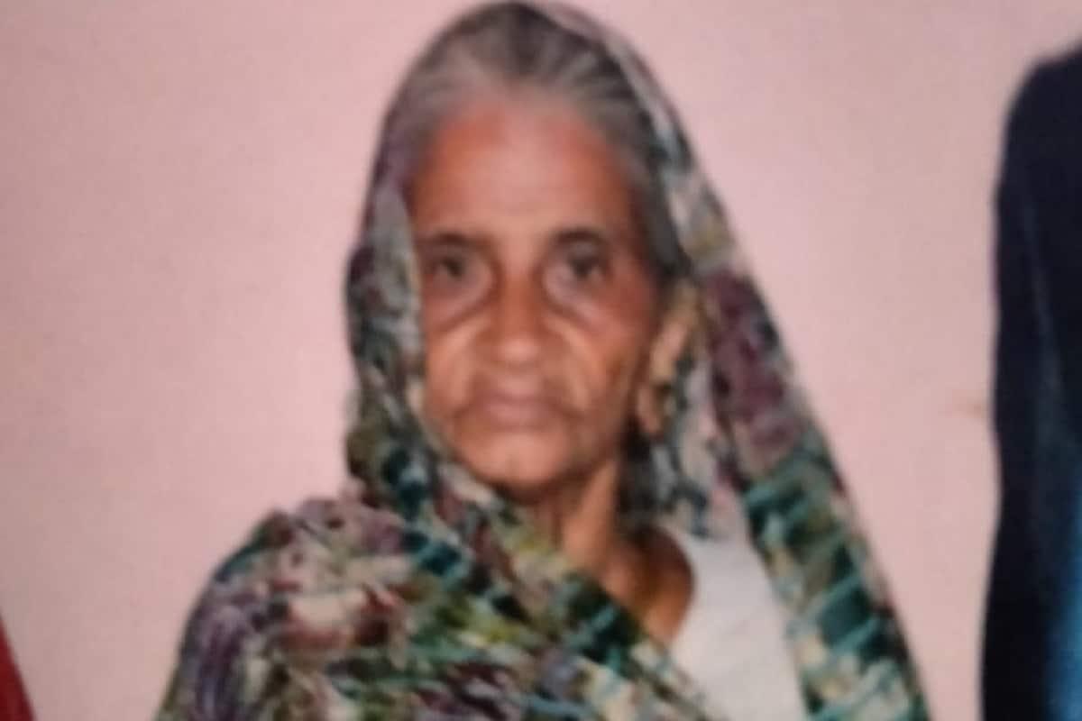 હર્મેશ સુખડીયા, અમદાવાદ : વેજલપુર ગામમાં 80 વર્ષના વૃદ્ધાની હત્યાની ઘટના સામે આવી છે. સિનિયર સિટીઝન મહિલા એકલવાયું જીવન ગુજારતા હતા. આ હત્યા લૂંટના ઇરાદે કરી હોવાની શંકા પોલીસે વ્યક્ત કરી વેજલપુર પોલીસે શંકાસ્પદ ભાડુઆતને લઈને તપાસ શરૂ કરી છે. સિનિયર સિટીઝનની હત્યાની ઘટનાને કારણે ફરી સુરક્ષાને લઈને સવાલ ઉઠ્યા છે.