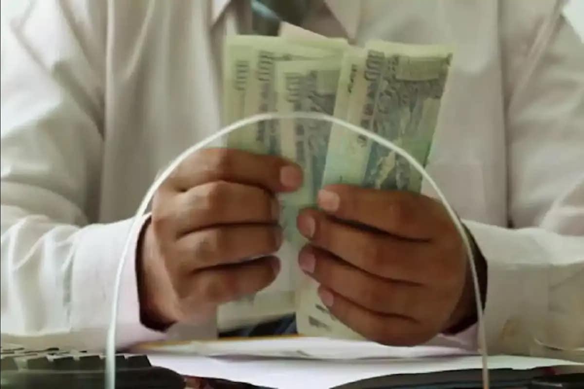 આ સિવાય આંતરરાષ્ટ્રીય નાણાભંડોળ(International Monetary Fund) પાસે રહેલ ભારતનું રીઝર્વમાં 20 લાખ ડોલરના ઘટાડા સાથે 1.5 અબજ ડોલર થયું છે. આ સિવાય IMF પાસે જ રહેલ અનામત ભંડોળ પણ 10 લાખ ડોલર ઘટ્યું છે અને તે 4.96 અબજ ડોલર થયું છે.