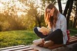 પુસ્તકો વાંચવાથી જ્ઞાન વધવાની સાથે જીવન રહેશે તણાવથી મુક્ત, આવશે સારી ઉંઘ