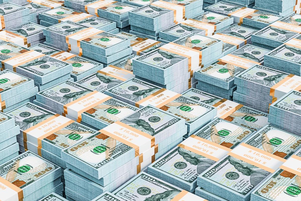 ભારતના વિદેશી હૂંડિયામણ (Foreign Exchange Reserves)માં 19મી માર્ચના રોજ સમાપ્ત થતા સપ્તાહે સામાન્ય વધારો જોવા મળ્યો છે. ગત સપ્તાહે ફોરેક્સ રીઝર્વ(Forex Reserves) 23.3 કરોડ ડોલરના વધારા સાથે 582.271 અબજ ડોલર થયું છે. અગાઉના સપ્તાહે ભારતનું વિદેશી ચલણ ભંડાર 1.74 અબજ ડોલરના જોરદાર વધારા સાથે 582.04 અબજ ડોલરના લેવલે પહોંચ્યું હતુ. તેના અગાઉના એટલે કે 5મી માર્ચના સપ્તાહે ફોરેક્સ રીઝર્વ 4.255 અબજ ડોલર ઘટીને 580.299 અબજ ડોલર થયું હતુ, તેમ RBIએ શુક્રવારે જણાવ્યું છે.