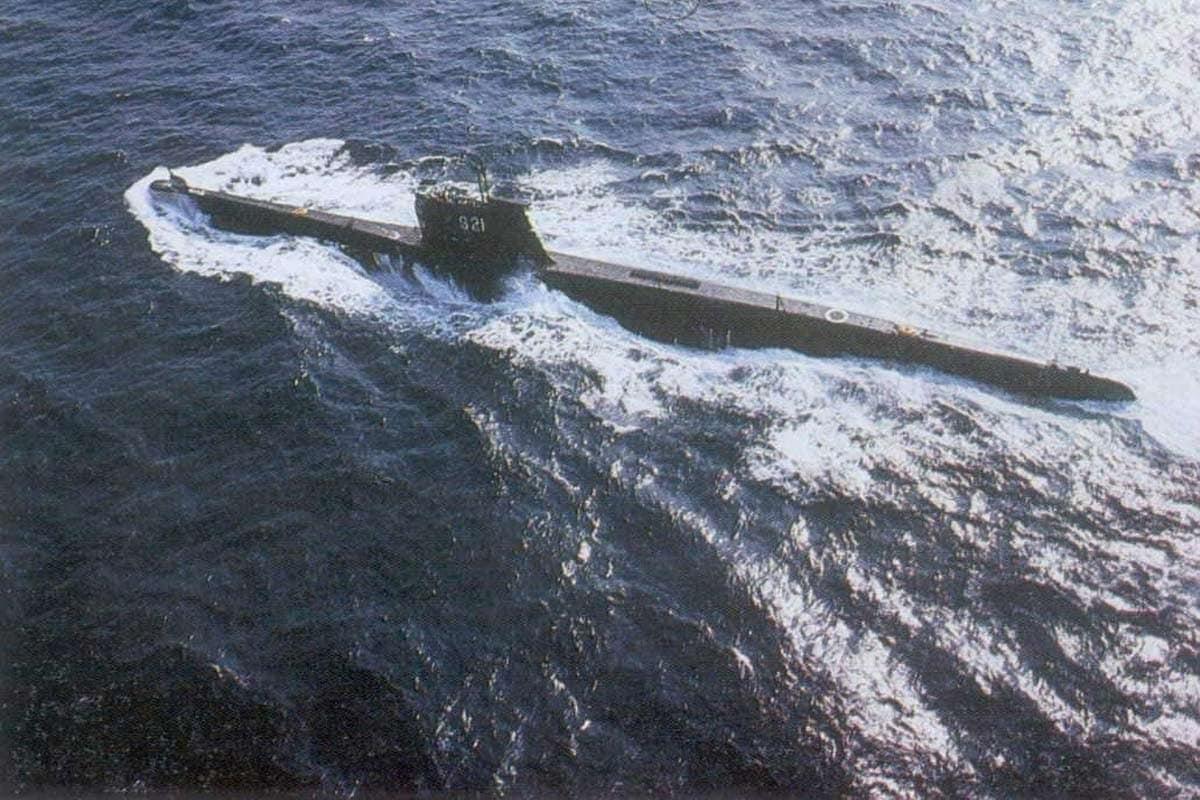 INS Karanj લગભગ 70 મીટર લાંબી, 12 મીટર ઊંચી અને 1565 ટન વજનની છે. INS Karanj મિસાઇલ અને ટોરપીડોથી સજ્જ છે અને સમુદ્રમાં માઇન્સ પાથરવામાં સક્ષમ છે.