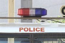 અમદાવાદ: 'અહીં કેમ ઊભા છો? જતા રહો નહીં તો સારું નહીં થાય,' યુવકે પોલીસને ગાળો ભાંડી