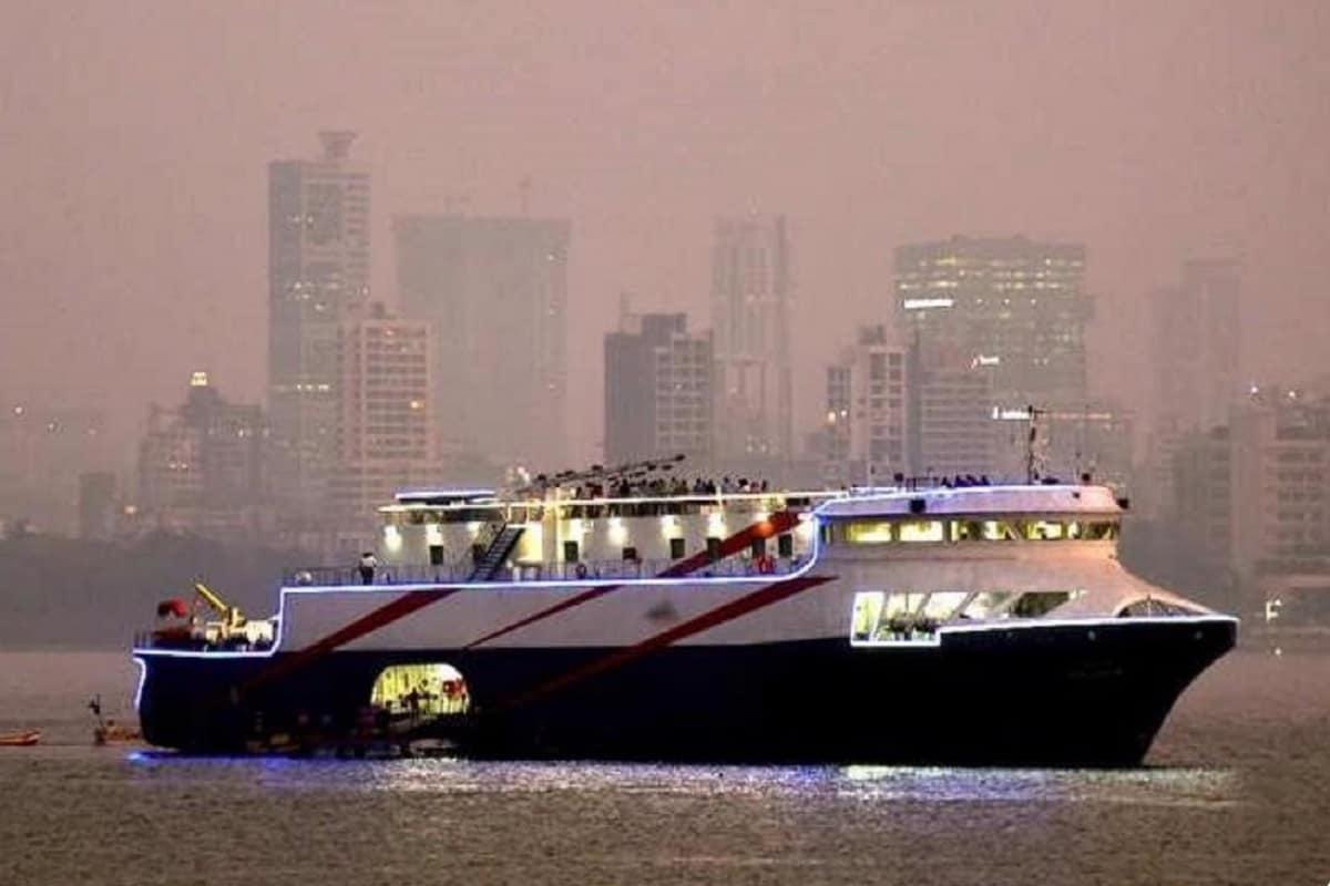 ગુજરાતીઓ માટે આ સારા સમાચાર છે. સુરતનાં હજીરા પોર્ટ (Hazira port) (એસ્સાર પોર્ટ)થી દીવ (Diu) વચ્ચે 'ક્રુઝ' (Cruise) સેવાની શરૂઆત આજે 31 માર્ચના રોજ થવા જઇ રહી છે. કેન્દ્રીય પોર્ટસ, શીપીંગ અને વોટરવેઝ મંત્રી મનસુખ માંડવિયાના (Mansukh Mandaviya) હસ્તે આજે સાંજે 4.30 કલાકે હજીરા ખાતેથી વર્ચ્યુઅલી (virtual) કરવામાં આવશે.