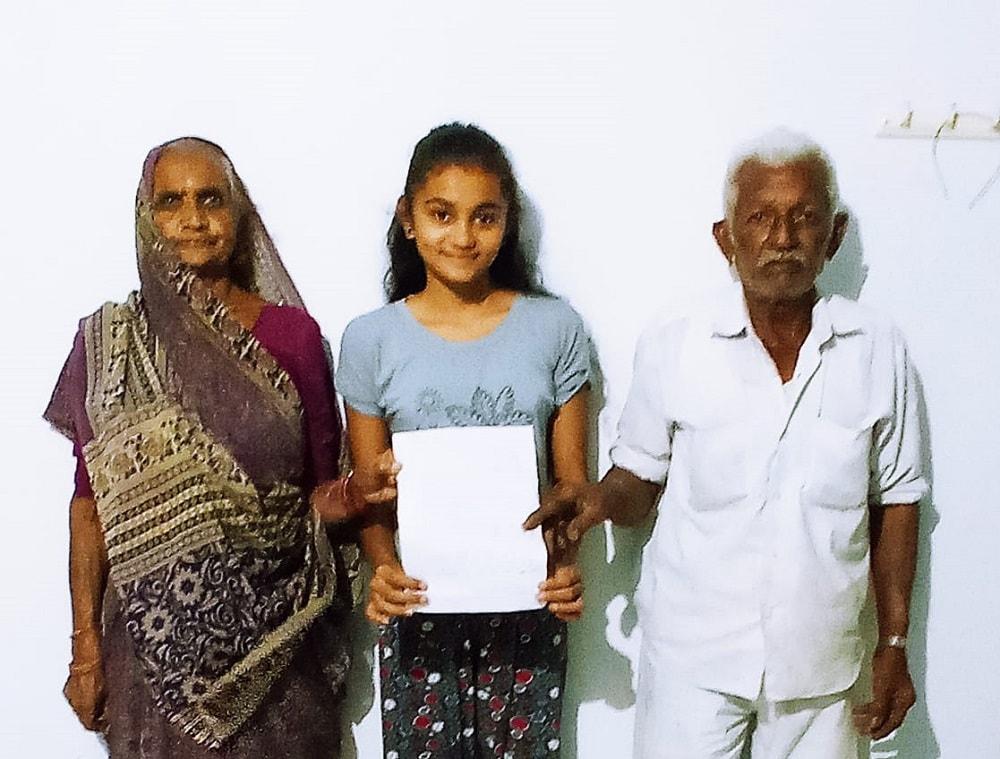 સર્વે મુજબ 45થી 59 વર્ષના 4191 લોકોની વસ્તી છે જેમાંથી 100 ટકા એટલે કે તમામ લોકોએ વેકસીન લીધી છે. સાથે જ 60 વર્ષથી ઉપરના 5170 લોકોમાંથી 5179 એટલેકે 99.99 લોકોએ વેકસીન લીધી છે. આમ લોધીકા તાલુકાએ ગુજરાત અને રાજકોટ જિલ્લામાં પ્રથમ નંબર ઉપર છે. આ કામગીરીમાં પ્રાથમિક શાળાના શિક્ષકો, તલાટી કમ મંત્રી, પોલીસ કર્મચારીઓ, આરોગ્ય કર્મચારીઓ, મહેસુલી કર્મચારીઓની સઘત ઝુંબેશ થકી, લોધીકા તાલુકો કોરોના વેકશીનેશનમાં રાજકોટ જિલ્લામાં પ્રથમ ક્રમાંક રહેલ છે. આવા સહિયારા પ્રયાસોમાં ગામલોકો, આગેવાનોએ સહયોગ આપેલ છે તે બદલ હદયપુર્વક આભાર માનવામાં આવે છે.