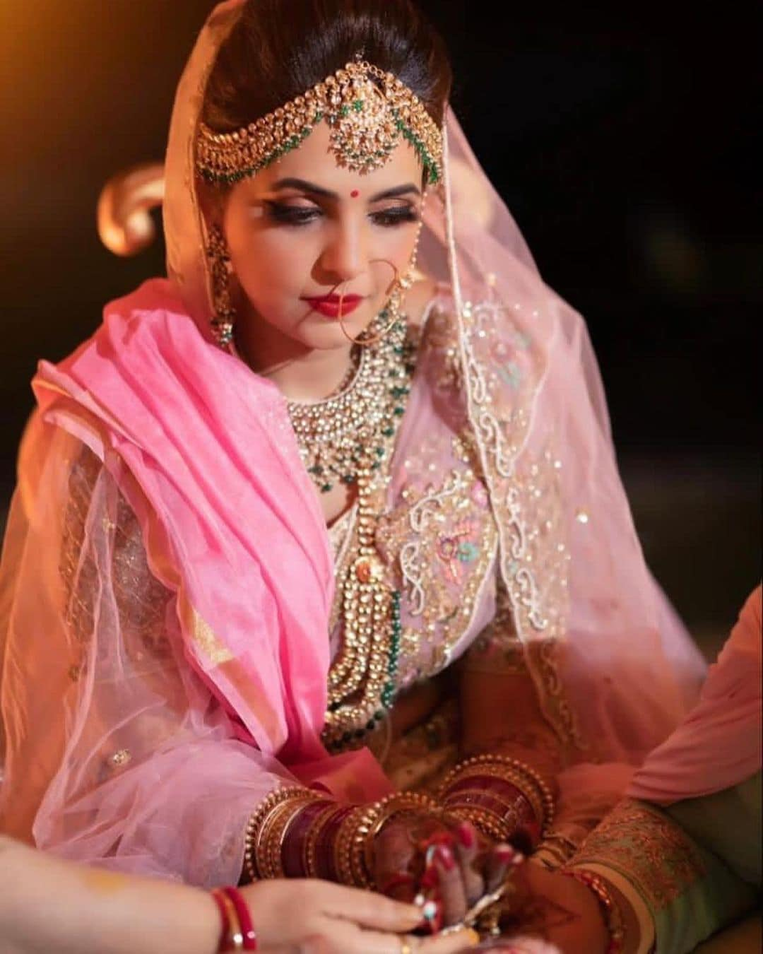 સુગંધાએ તેનાં લગ્નની જાહેરાત કરતાં લખ્યું હતું કે, અમારા પર આપનાં આશીર્વાદ વરસાવવાં માટે આભાર અને આટલો પ્રેમ મેળવી હું ખુશકિસ્મત અનુભવું છું. 26.4.2021. (PHOTO: Instagram/sugandhamishra23)