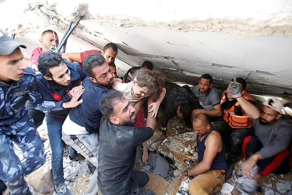 હવાઇ હુમલામાં પિતાએ ગુમાવ્યાં 4 બાળકો અને પત્ની, કાટમાળમાંથી 7 કલાકે જીવતી નીકળી દીકરી