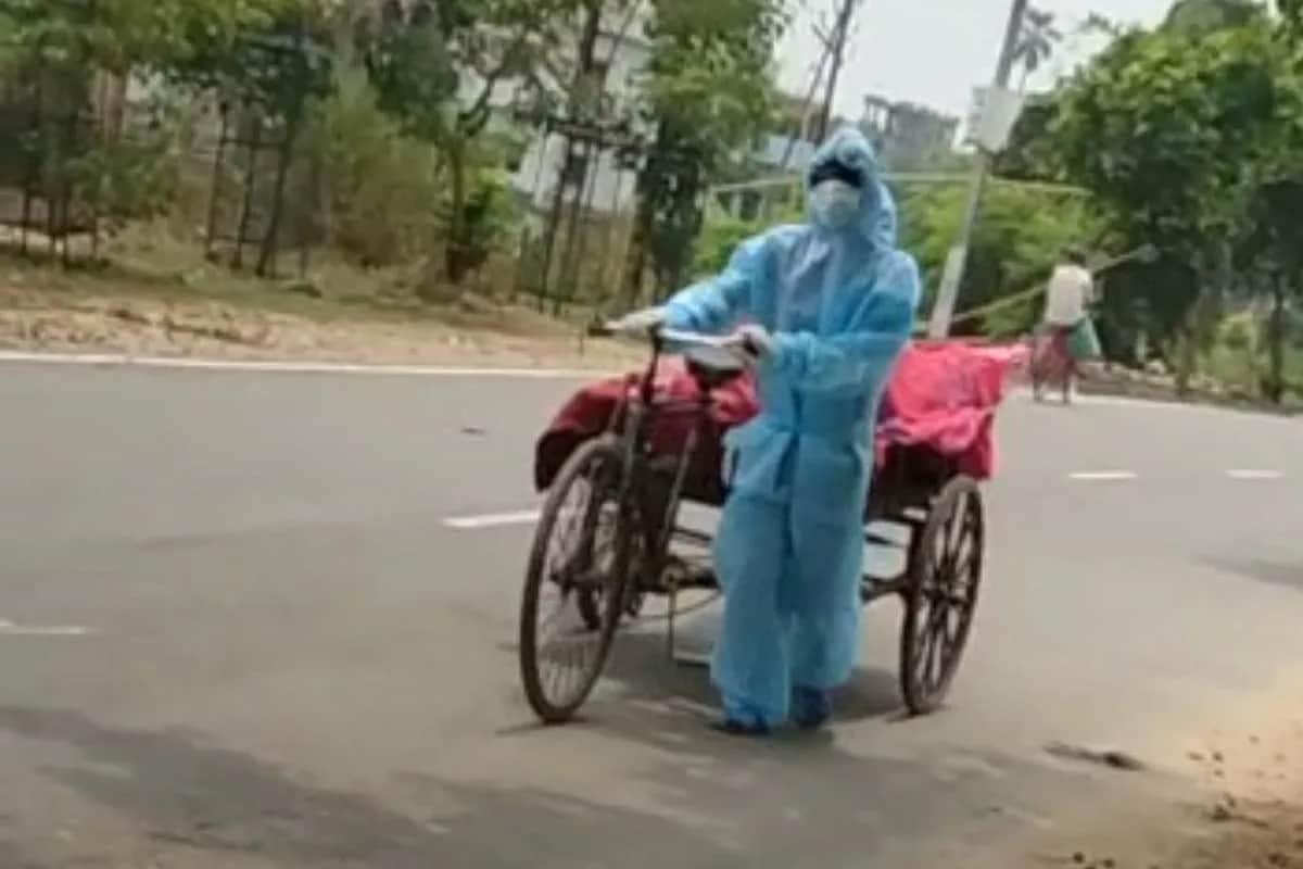 Viral Video: કોરોનાથી મોત થતાં યુવકના મૃતદેહને અંતિમ સંસ્કાર માટે કચરાની લારીમાં લઈ જવાયો