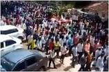 કર્ણાટકઃ ઘોડાના અંતિમ સંસ્કારમાં હજારોની ભીડ, કોરોના નિયમોના ધજાગરા ઉડ્યા, જુઓ VIDEO