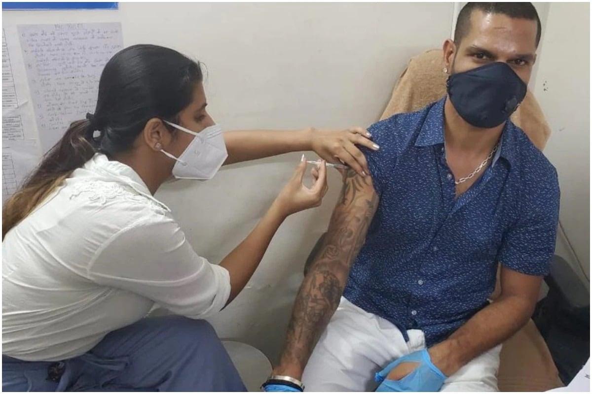ભારતીય ઓપનર શિખર ધવનને આઈપીએલની 14 મી સીઝન મોકૂફ રાખવામાં આવ્યા બાદ કોવિડ -19 થી સંરક્ષણ તરીકે રસી અપાઇ છે. તેણે સોશિયલ મીડિયા પર પોતાની એક તસવીર શેર કરી છે જેમાં તેને રસી અપાયેલી જોવા મળી હતી. શિખરે અન્ય લોકોને પણ વહેલી તકે રસી અપાવવાની અપીલ કરી હતી. 1 મેથી, કેન્દ્ર સરકારે 18 વર્ષથી વધુ ઉંમરના તમામ નાગરિકો માટે રસી લાગુ કરવાનું શરૂ કર્યું છે. હાલની ભારતીય ટીમના ક્રિકેટરોમાં શિખર ધવન પ્રથમ ખેલાડી છે જેમણે કોરોના સામે સંરક્ષણ રૂપે આ રસી લગાવી હતી.