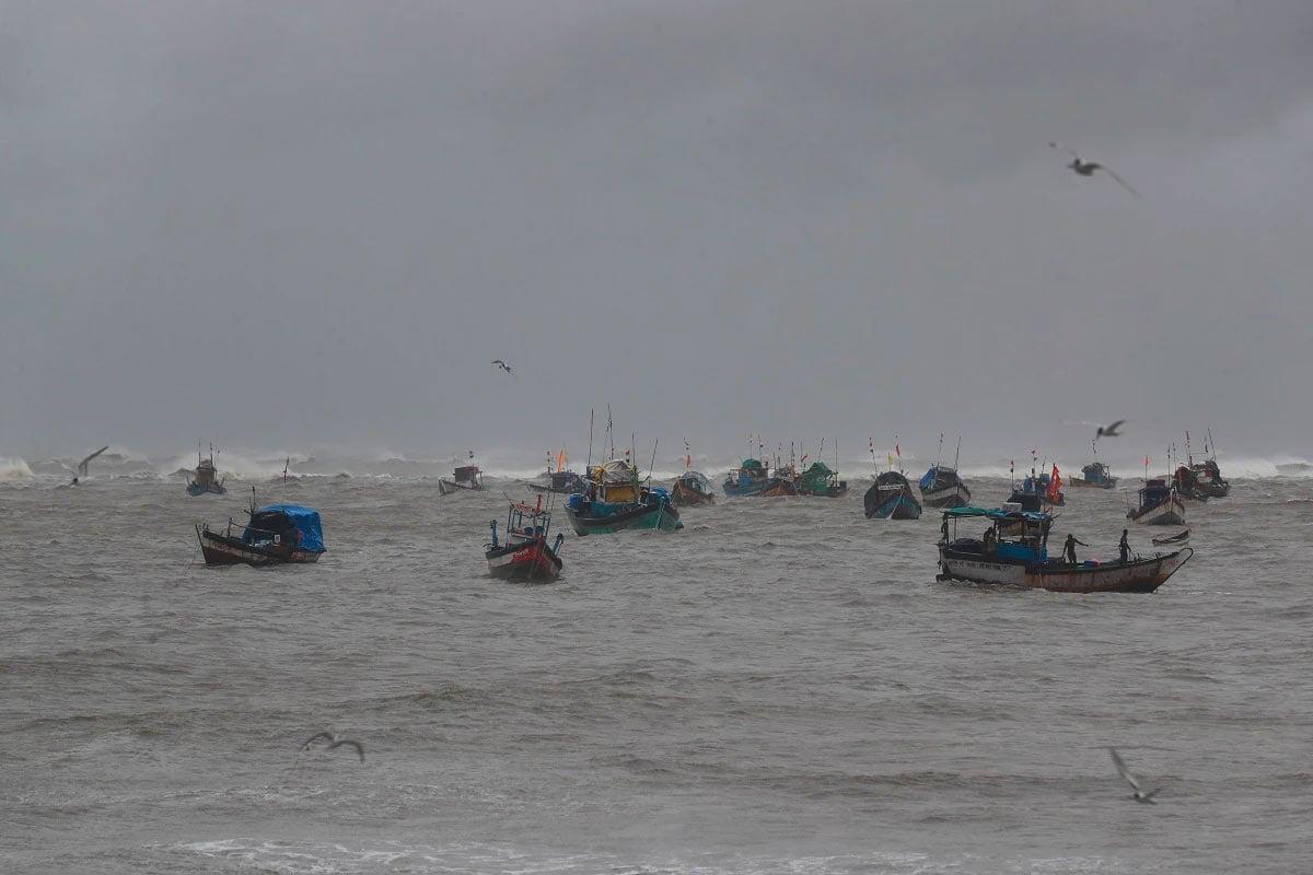 ટાઉતે વાવાઝોડાનો કહેર: બોમ્બે હાઈની પાસે સમુદ્રમાંથી મળ્યા 14 મૃતદેહ