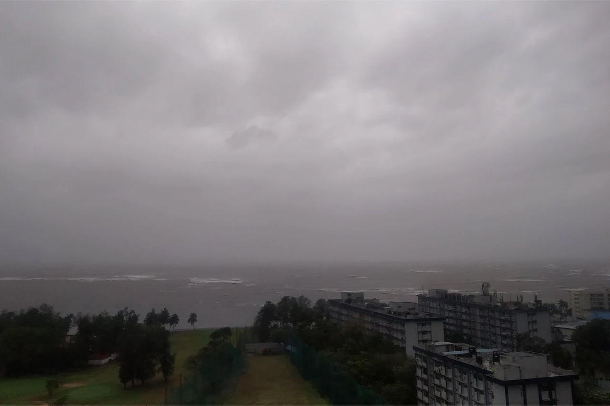 મુંબઈમાં આકાશમાં કંઈક આવો નજારો જોવા મળ્યો.