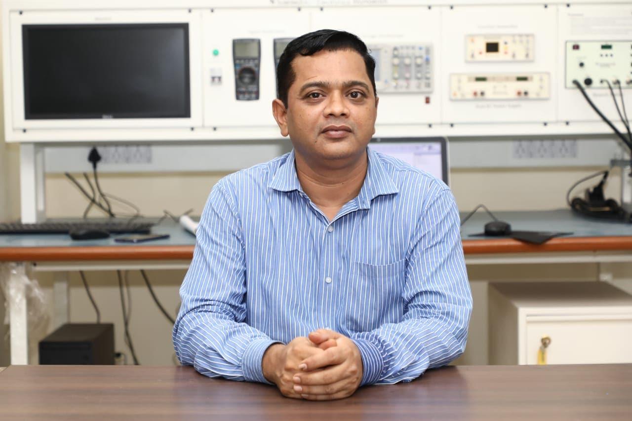 આ સંદર્ભે જીટીયુના કુલપતિ પ્રો. ડૉ. નવીન શેઠે જણાવ્યું હતું કે, ટેક્નોલોજી વર્તમાન સમયમાં સમગ્ર વિશ્વની જરૂરીયાત છે. સ્વદેશી 5G ટેક્નોલોજીના વિકાસથી ભારત કોમ્યુનિકેશન ટેક્નોલોજી ક્ષેત્રે આત્મનિર્ભર બનીને સમગ્ર વિશ્વને નવી દિશા ચીંધશે.