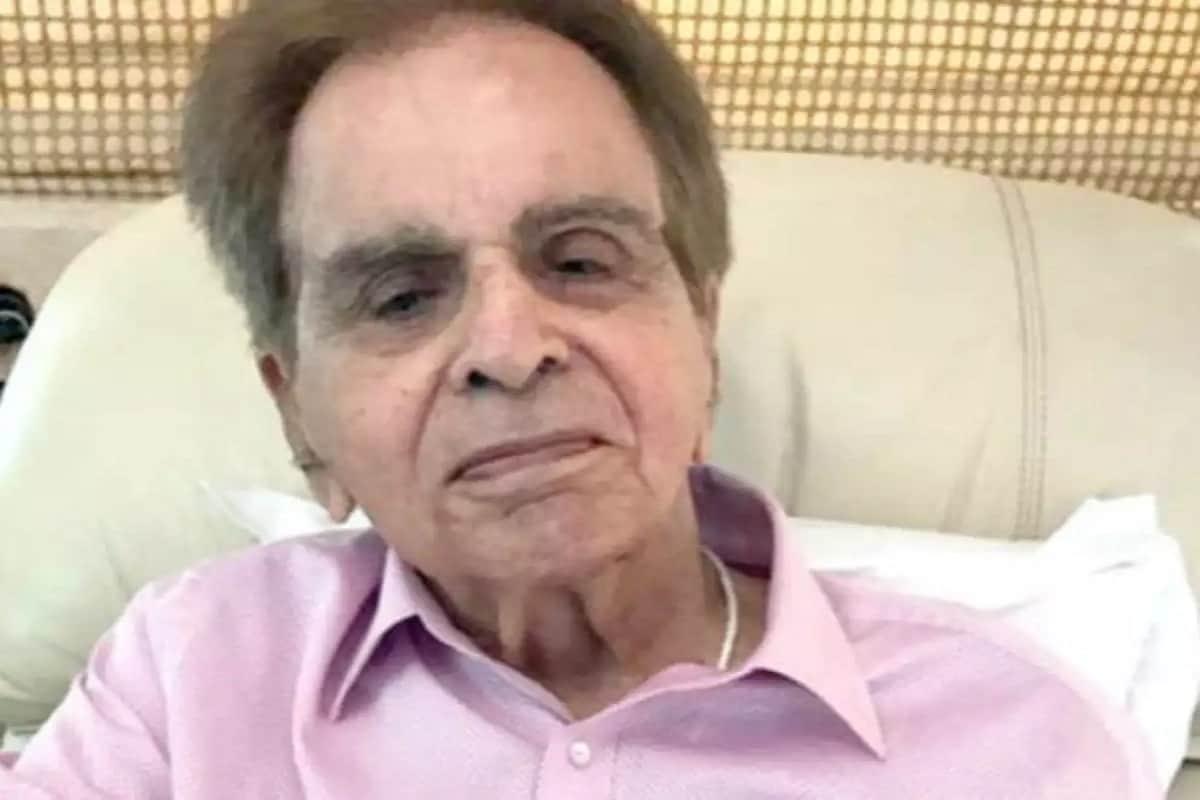 એન્ટરટેઇનમેન્ટ ડેસ્ક: બોલિવૂડનાં ટ્રેજડી કિંગ તરીકે પ્રખ્યાત દિગ્ગજ એક્ટર દિલીપ કુમાર 98 વર્ષે (Dilip Kumar) હોસ્પિટલમાં દાખલ છે. તેમને શ્વાસ લેવામાં તકલીફ થતા તેમને હોસ્પિલમાં દાખલ કરવામાં આવ્યાં હતાં. રવિવારે 6 જૂનનાં સવારે મુંબઇની હિન્દૂદા હોસ્પિટલમાં તેમને દાખલ કરવામાં આવ્યાં હતાં. રવિવારે સાંજે સોશિયલ મીડિયા પર દિલીપ કુમારનાં નિધનની ખબર વાયરલ (Death Rumors Viral On Social Media) વાયરલ થઇ છે. લોકોએ મેસેજ મોકલી દિલીપ કુમારને શ્રદ્ધાંજલિ પાઠવવાની શરૂ કરી દીધી હતી.