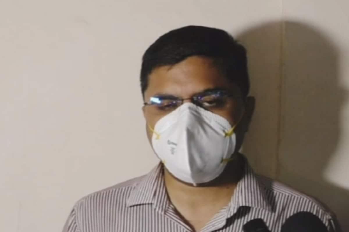 આ દરમ્યાન પતિએ મોતને ઘાટ ઉતરેલા પત્નીના મૃતદેહને તાત્કાલિક પોલીસે પોસ્ટમોર્ટમ માટે જામનગરની જી.જી. હોસ્પિટલમાં મોકલી આપ્યો હતો. જ્યાં મૃતક શિક્ષિકા નિતાબેનના પરિવારજનોના પોલીસ દ્વારા નિવેદન લઈને જામનગર શહેરના એએસપી નિતેષ પાંડેયના માર્ગદર્શન હેઠળ સીટી એ. ડિવિઝન પોલીસ સ્ટેશનના સ્ટાફે ગુન્હો નોંધવાની તજવીજ હાથ ધરી છે. (એએસપી નિતેષ પાંડેય)