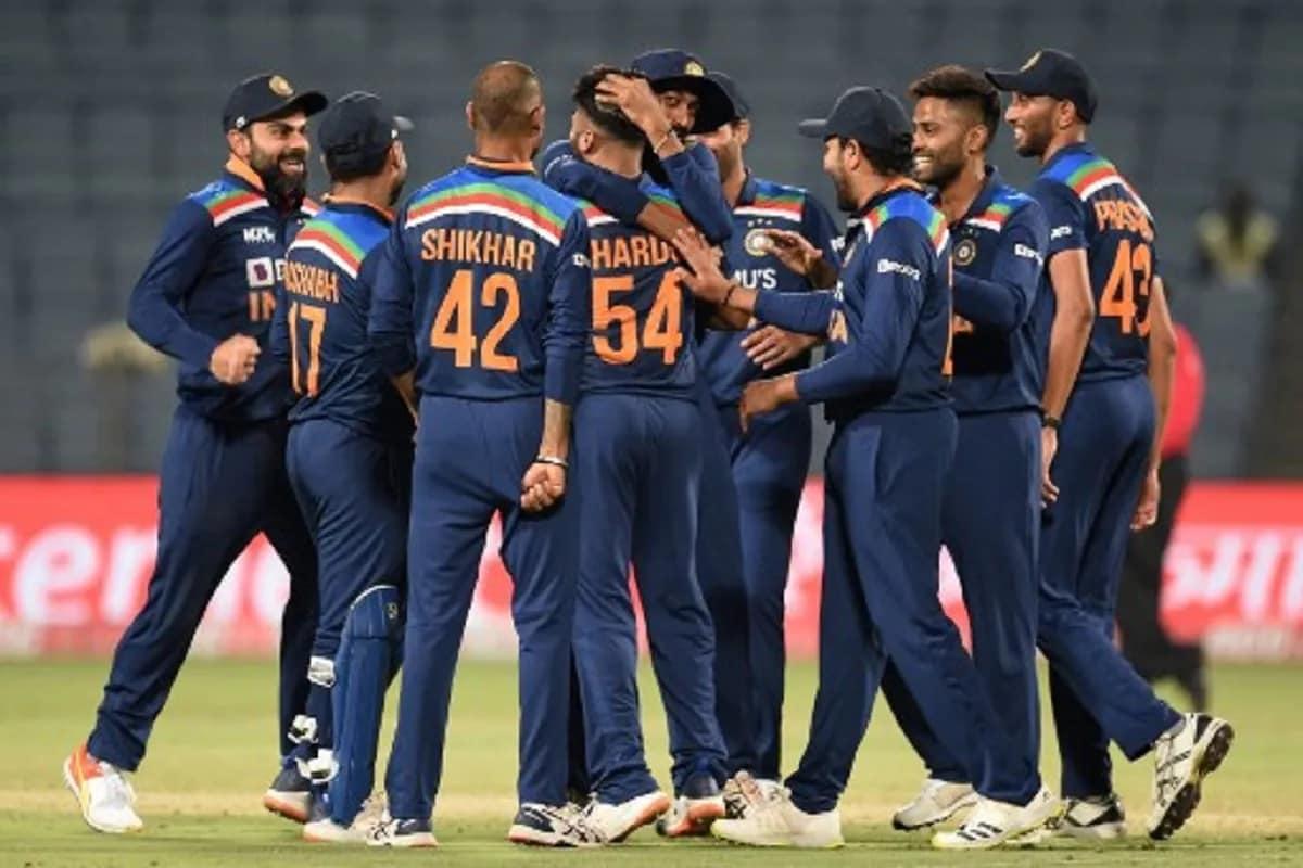 નવી દિલ્હી: ક્રિકેટ (cricket) માટે ભારતીયો (Indian) હંમેશા ઉત્સુક રહે છે. હાલમાં જ કોરોના કારણે આઇપીએલની મેચો કેન્સલ (IPL matches canceled) થતા ક્રિકેટ શોખીનોમાં (cricket fans) માયૂસી છવાઇ ગઇ હતી. તેવામાં ICCએ ક્રિકેટના ચાહકો માટે ઘણા મોટા નિર્ણયો લીધા છે. મંગળવારે ક્રિકેટ કાઉન્સિલની (Cricket Council) બેઠક યોજવામાં આવી હતી. જેમાં આઇસીસીએ 8 વર્ષ માટે ફ્યૂચર ટૂર્સ કાર્યક્રમ તૈયાર કર્યો છે. સાથે જ તેણે આ વર્ષે ભારતમાં યોજાનાર ટી20 વર્લ્ડ કપ (T-20 world cup) માટે બીસીસીઆઇને (BCCI) પણ થોડી રાહત આપી છે. આ બેઠકમાં આઇસીસીએ ઘણા મોટા નિર્ણયો લીધા છે, જે ક્રિકેટ રસીયાઓ માટે ખુશીના સમાચાર સમાન છે.