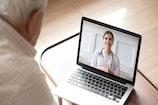 જો તમે પણ લઇ રહ્યા છો ડોક્ટર પાસે Online સલાહ, તો આ વાતોનું રાખો ખાસ ધ્યાન