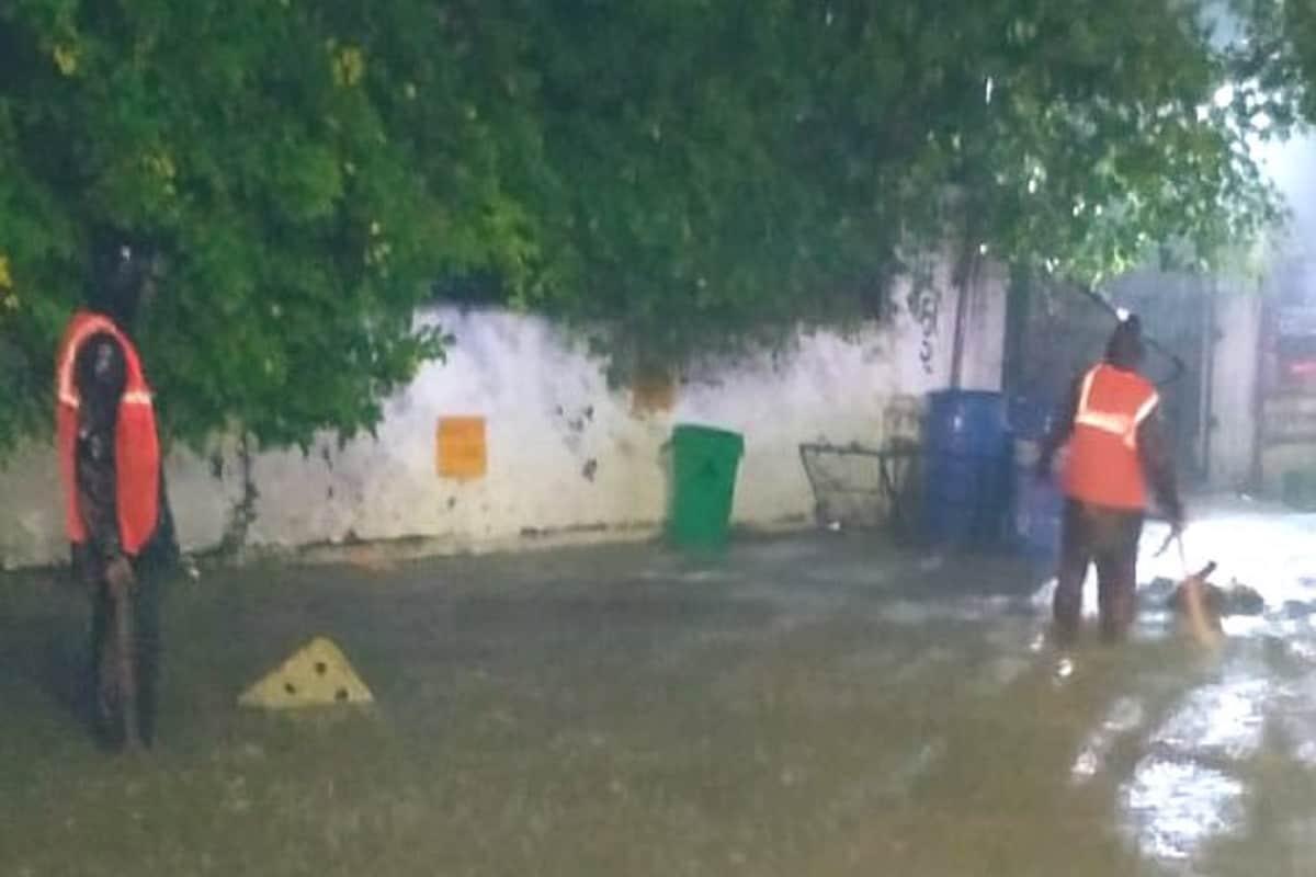 ગુજરાતમાં ગઇકાલે 25 તાલુકામાં 1 ઈંચથી વધુ વરસાદ ખાબક્યો હતો. જેમાં ગીર સોમનાથ જિલ્લાના વેરાવળમાં સવારે 8થી 10માં 4 ઈંચ સાથે દિવસ દરમિયાન કુલ 6.50 ઈંચ વરસાદ ખાબક્યો હતો. બીજી તરફ દેવભૂમિ દ્વારકાના કલ્યાણપુરમાં 3 ઈંચ, જુનાગઢના માંગરોળમાં 2.87 ઈંચ વરસાદ નોંધાયો છે.