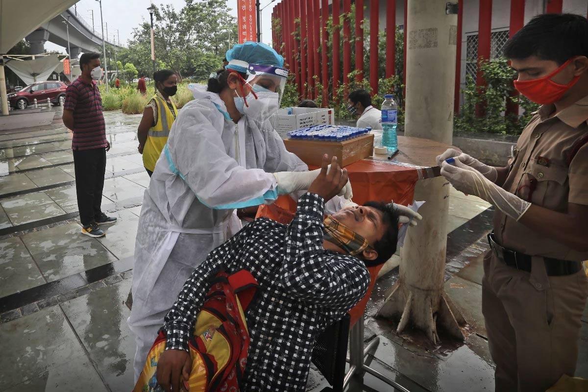 કોરોના વાયરસ મહામારી (Coronavirus Pandemic) સામે લડીને 3 કરોડ 4 લાખ 29 હજાર 339 લોકો સાજા પણ થઇ ચૂક્યા છે. 24 કલાકમાં 38,652 દર્દીઓને ડિસ્ચાર્જ કરવામાં આવ્યા છે. હાલમાં 4,09,394 એક્ટિવ કેસ છે. બીજી તરફ, અત્યાર સુધીમાં કુલ 4,18,987 લોકોનાં કોરોના વાયરસના કારણે મોત થયા છે. (પ્રતીકાત્મક તસવીર)