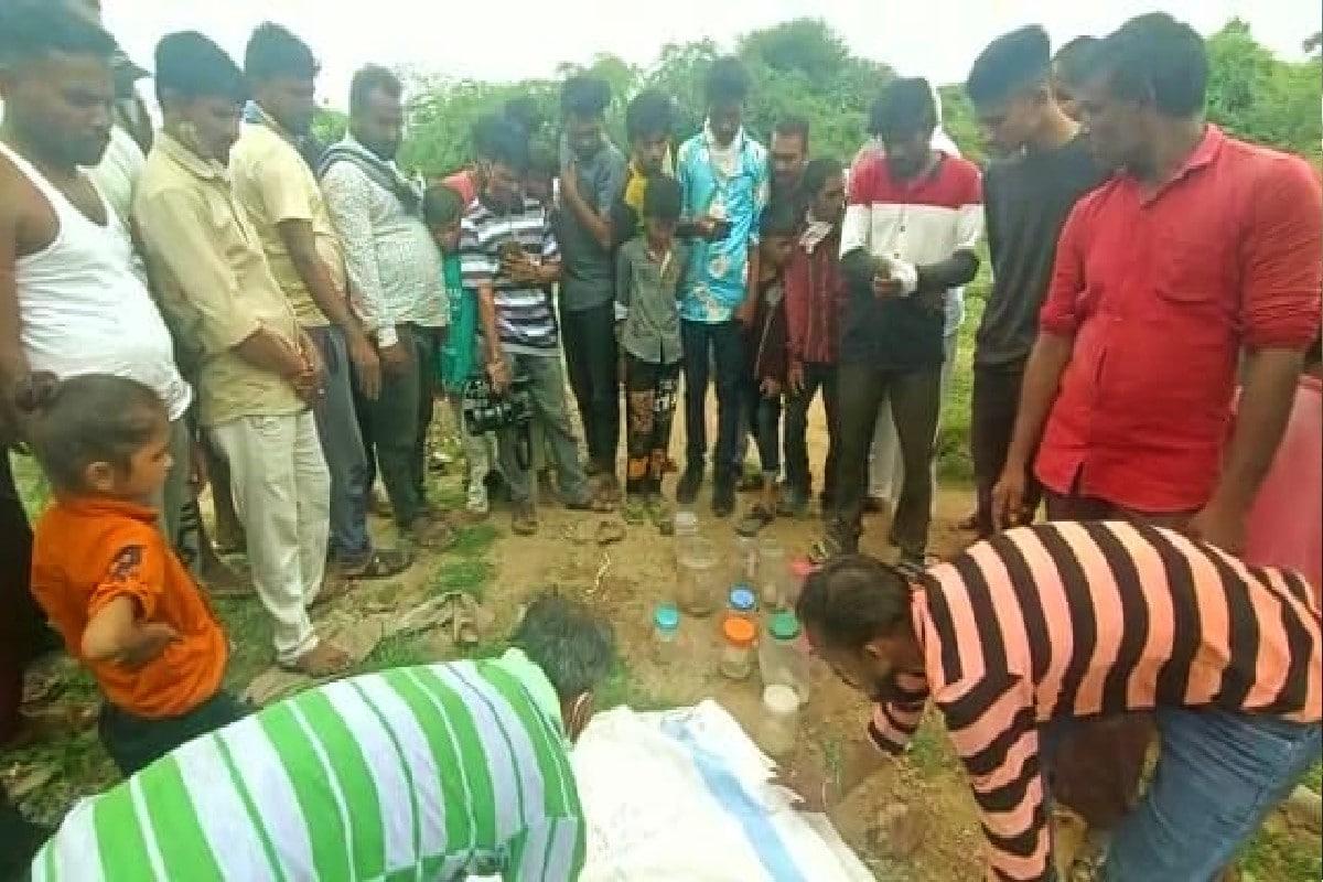 સિદ્ધપુર : પ્લાસ્ટિકની બોટલમાં ભરીને ફેંકી દીધેલા 13 ભ્રુણ મળ્યા, 'માનવતાની હત્યા'