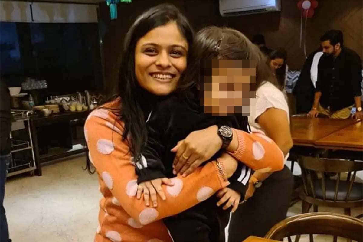 પોલીસે આ મામલે ઓસ્ટ્રેલિયામાં રહેતા સ્વીટી પટેલના પૂર્વ પતિ અને 17 વર્ષના પુત્ર રિધમની પણ પૂછપરછ કરી હોવાની માહિતી મળી છે જોકે હજુ સુધી તેમને પણ આ અંગે કોઈ જાણકારી મળી નથી. જોકે, સ્વીટી પટેલના પુત્ર મુજબ તેનો પાસપોર્ટ રિન્યુ ન થયો હોવાથી તેના વિદેશ જવાની શક્યતાઓએ ખૂબ ઓછી હતી.
