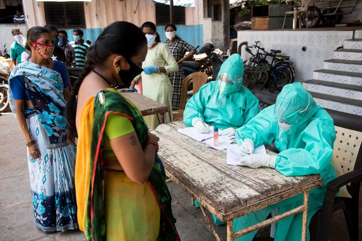 કોરોના વાયરસ મહામારી (Coronavirus Pandemic) સામે લડીને 3 કરોડ 6 લાખ 21 હજાર 469 લોકો સાજા પણ થઇ ચૂક્યા છે. 24 કલાકમાં 42,363 દર્દીઓને ડિસ્ચાર્જ કરવામાં આવ્યા છે. હાલમાં 3,98,100 એક્ટિવ કેસ છે. બીજી તરફ, અત્યાર સુધીમાં કુલ 4,21,382 લોકોનાં કોરોના વાયરસના કારણે મોત થયા છે. (પ્રતીકાત્મક તસવીર)