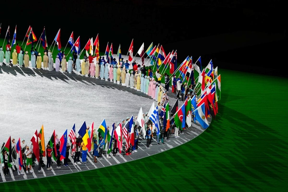 કોવિડ-19 મહામારી વચ્ચે યોજાયેલા ટોક્યો ઓલિમ્પિક્સ (Tokyo Olympics 2020) ની પૂર્ણાહુતી થઇ છે. રવિવારે સમાપન સમારોહ યોજાયો હતો. સમાપન સમારોહ એક વીડિયો સાથે શરૂ થયો જેમાં 17 દિવસની સ્પર્ધાઓનો સાર હતા. (AFP)