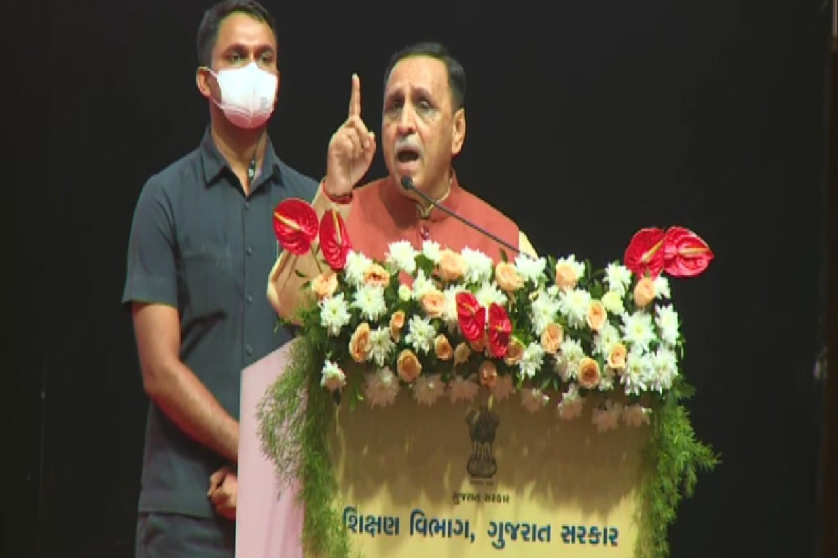 CM રૂપાણીએ અડધી પીચે બેટિંગ કરી, વિપક્ષને આડે હાથ લેતા કહ્યું, 'કમળો હોય એને બધુ પીળું જ દેખાય'
