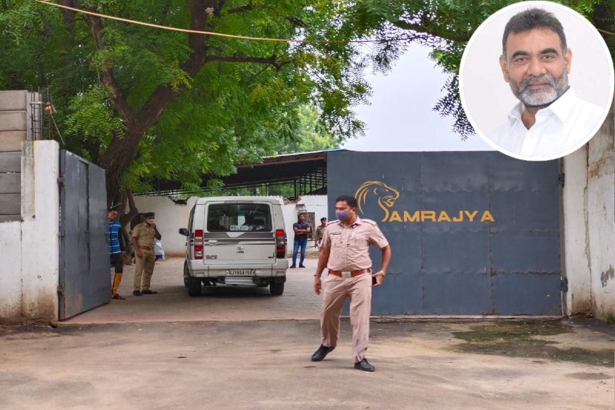 ગાંધીનગર : મહેફિલમાં મિત્ર બન્યા હત્યારા! સામ્રાજ્ય ફાર્મના માલિક પ્રવિણ માણિયાની હત્યા