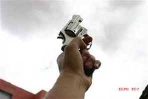 مشرقی دہلی کے کرشنا نگر علاقے میں کل رات فائرنگ میں چار افرادشدید زخمی
