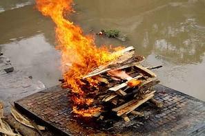 فرقہ وارانہ ہم آہنگی کی انوکھی مثال ، مسلم نوجوان نے دوست کی چتا کو دی آگ
