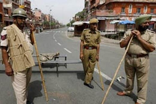 راجستھان :مذہبی مقام پر قبضہ کو لے کر فرقہ وارانہ تنازع ، آگ زنی اور پتھراو، پانچ زخمی ، کرفیو نافذ