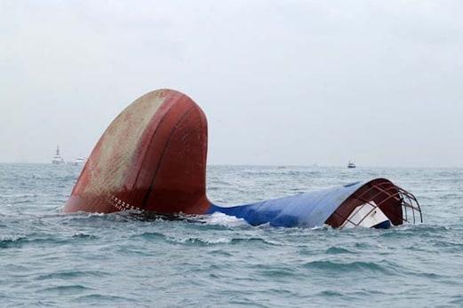 سمندر میں کشتی ڈوبنے سے 40 سے زیادہ پناہ گزینوں کی موت
