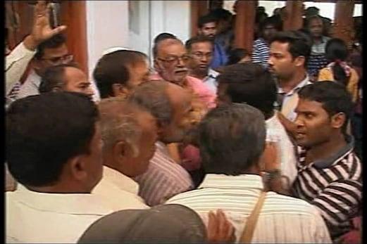 یونیورسٹی آف حیدرآباد میں پھر کشیدگی، وائس چانسلر کے کوارٹر پر طلبہ کا حملہ