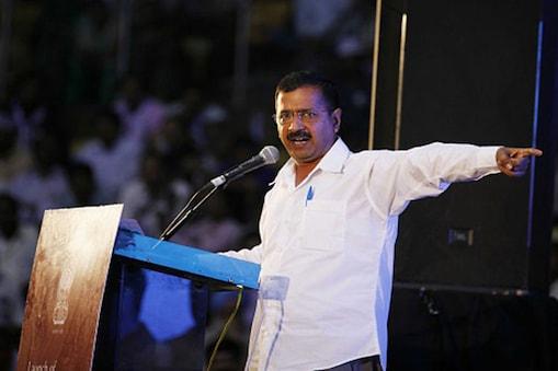 نئی دہلی۔ دہلی کے وزیر اعلی اروند کیجریوال نے کہا کہ پنجاب کے وزیر اعلی پرکاش سنگھ بادل اور نائب وزیر اعلی سكھبیر سنگھ بادل کو'اڑتا پنجاب'فلم ضرور دیکھنی چاہئے تاکہ پتہ چلے کہ ریاست میں انہوں نے کیا کیا ہے۔