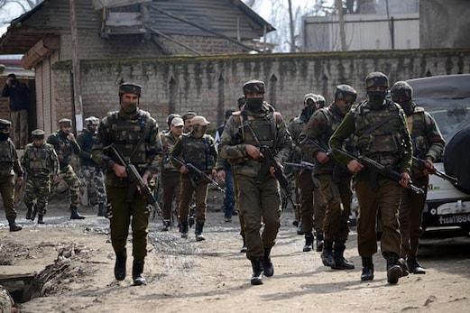 کشمیر کے نوگام میں فوج نے انکاؤنٹر میں مار گرائے 4 دہشت گرد، ایک کو زندہ پکڑا
