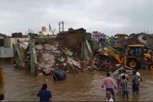 ستنا میں بھاری بارش کی وجہ سے تین منزلہ عمارت منہدم ، 40 افراد کے دبنے کا خدشہ