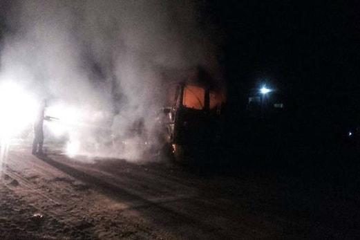 ہریانہ : اب بیف کے شبہ میں مشتعل لوگوں نے ٹرک کو کیا نذر آتش ، پولیس پر بھی جم کر پتھراو کیا