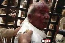 سیفئی پہنچے وزیر اعلی اکھلیش یادو سے ملنے کے لئے مچی بھگدڑ ، کئی افراد زخمی