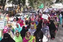 بھروج میں مسلم پرسنل لا کی حمایت میں خواتین کا شدید احتجاج ، کہا :مودی جی اپنا گھر سنبھالیں اور جشودا بین کو واپس لائیں