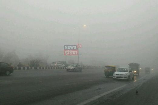 گھنے کہرے نے روک دی دہلی سمیت شمالی ہندوستان کی رفتار، 300 سے زیادہ ٹرینیں لیٹ
