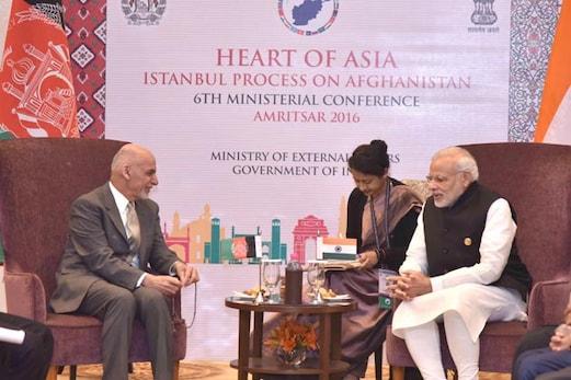 مودی اور اشرف غنی کی ملاقات، دہشت گردی سمیت متعدد امور پر باہمی تعاون بڑھانے کے بارے میں تبادلہ خیال
