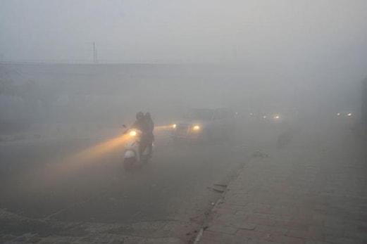 دہلی میں سردی میں اضافہ ، درجہ حرارت معمول سے چار ڈگری سینٹی گریڈ کم