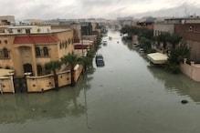 سعودی عرب میں طوفانی بارش ، شہروں میں سیلاب کے مناظر، لوگوں سے گھروں میں ہی رہنے کی اپیل