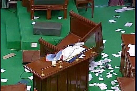 تمل ناڈو : پلانی سوامی نے 122 ووٹوں کے ساتھ جیتا فلورٹیسٹ ، ڈی ایم کے ممبران اسمبلی کو باہر لے جانے کے بعد ہوئی ووٹنگ